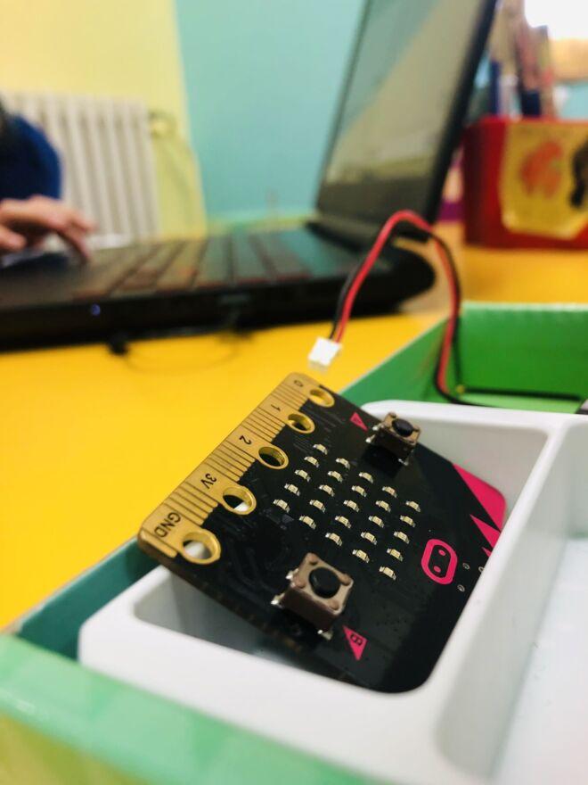 scheda elettronica usata da dotik per laboratori coding nelle scuole